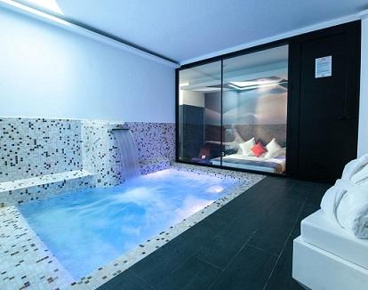 Hoteles Románticos Y Con Encanto Con Piscina Privada Y Jacuzzi En La Habitación